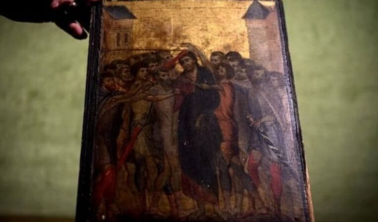 இயேசு கிறிஸ்து படம்: சமையலறையில் கிடைத்த 600 ஆண்டு பழைய ஓவியம்; 2200 கோடி ரூபாய்க்கு ஏலம்