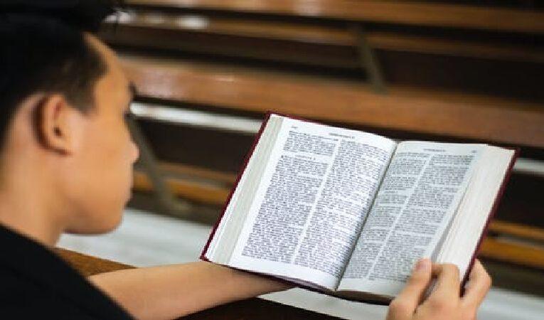 கேள்வி: வேதம் எல்லாரையும் ஏகமாய்ப் பாவத்தின்கீழ் அடைத்துப்போட்டது என்ற கலா 3:22ஐ எப்படி புரிந்து கொள்வது?
