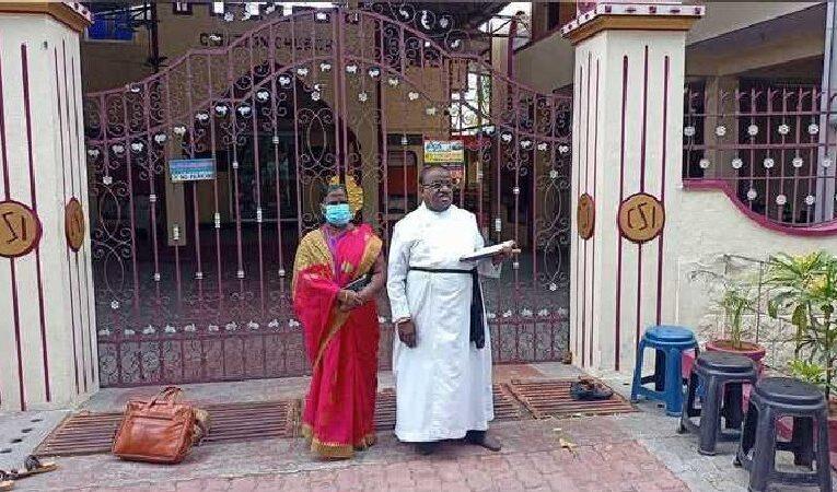 தட்டியும் திறக்காத பேராலய கதவு; புதிய பிஷப் காத்திருப்பு போராட்டம்!